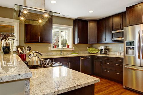 Resurfa age de vos armoires de cuisine - Teindre armoire de cuisine ...